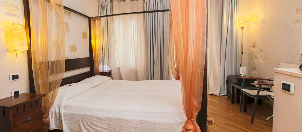 Castello bed and breakfast maison savoia affittacamere - Terrazzino con finestra ...